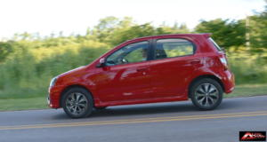 Toyota-Etios-Hatchback-prueba-18
